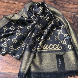 Gucci scarf 🧣New ( offer me 💵 )